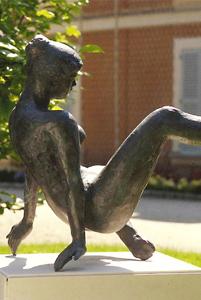 Aphrodite dansant Grande 1979 - Fonte à la cire perdue Fonderie de Coubertin Espace Cacheux de l'Arboretum des Musées d'Angers 105*92*130
